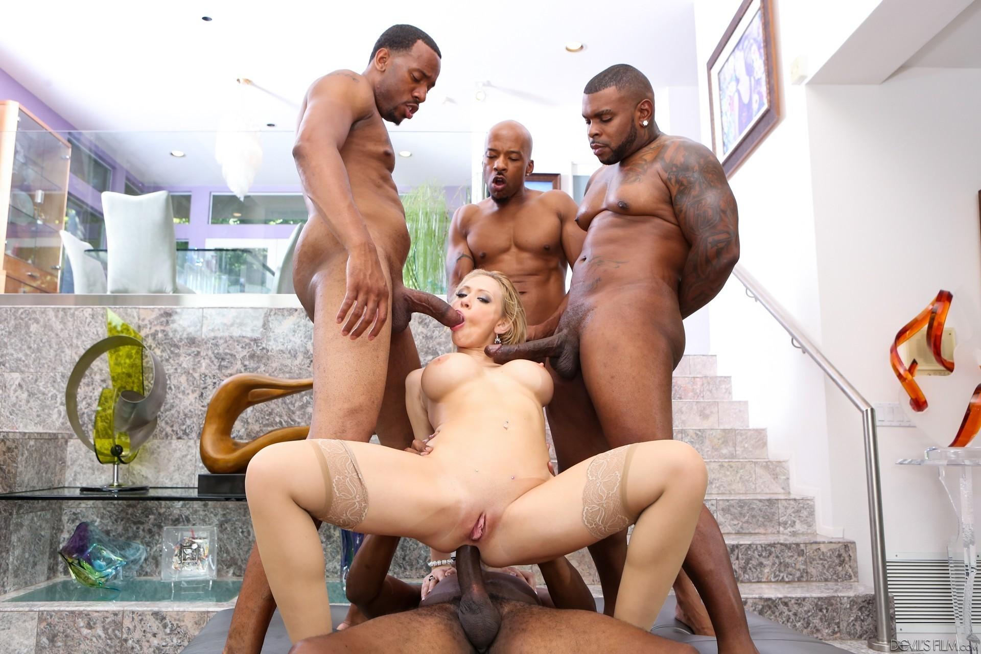 Смотреть порно три негра, Порно с неграми. Темнокожие парни трахают женщин 22 фотография