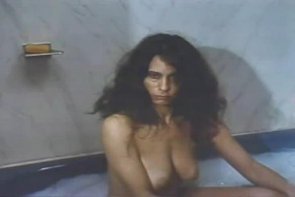 Peliroja desnuda en el campo - 2 part 3