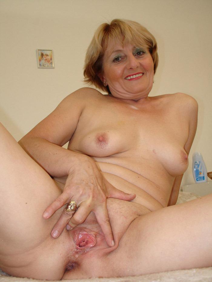 Abuela con buenas tetas naturales 3