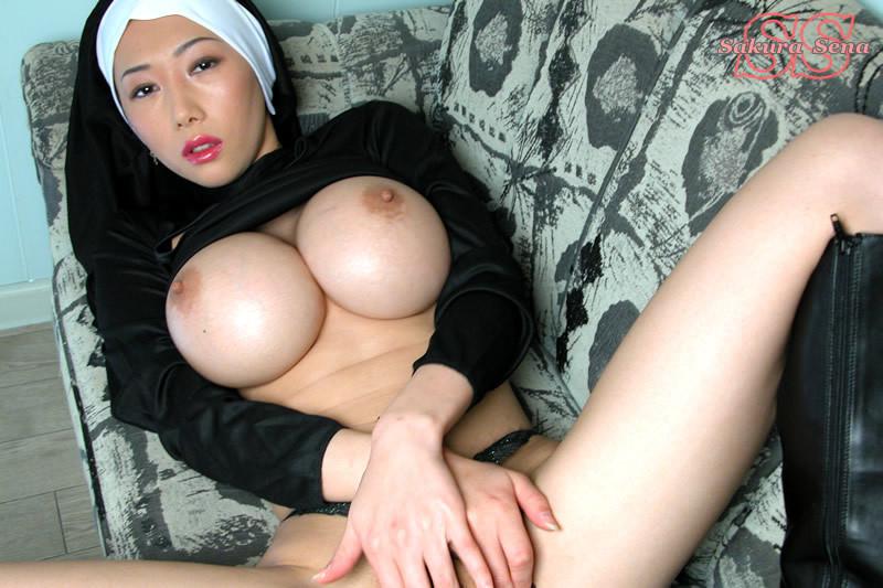 Развратные монашки с бошими грудями