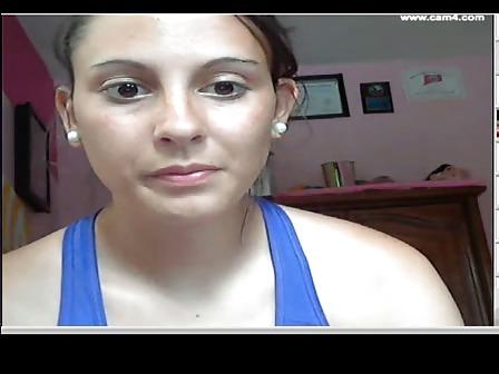Ella en la calle es una señorita, pero en la webcam....