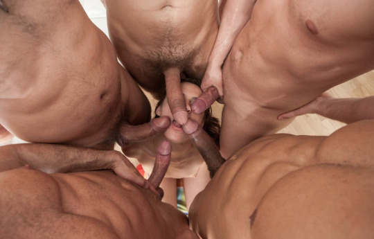 Homoerotismo - machos hetero demasiado cerca.